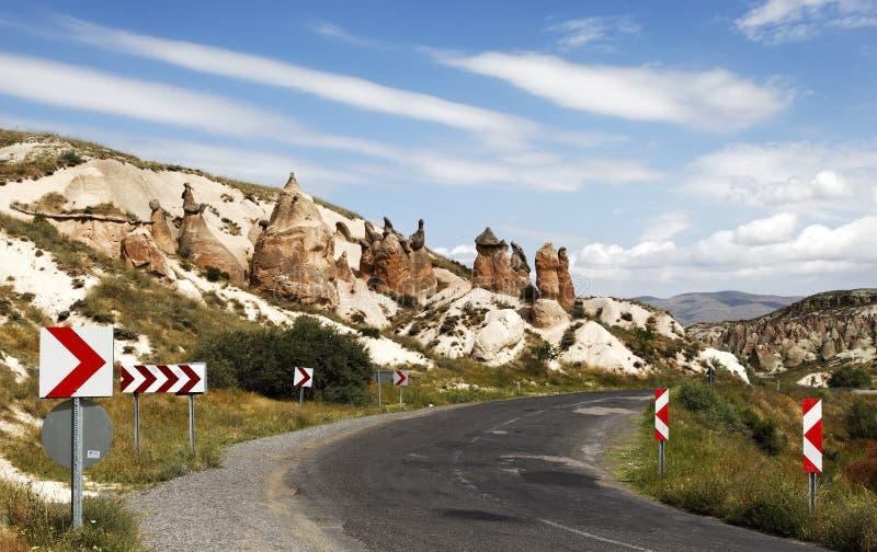 Effets géologiques volcaniques rayés par route de région sauvage photos libres de droits