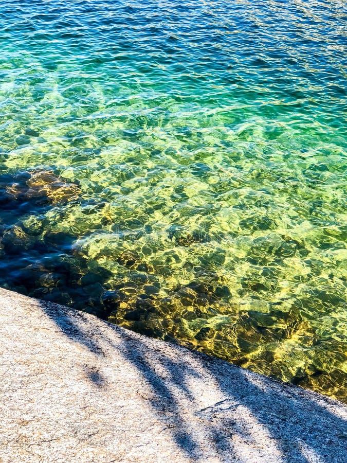 Effets naturels colorés d'arc-en-ciel au lac Tenaya photos stock