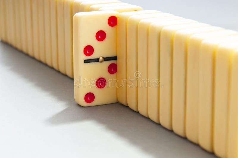 Effetto di domino con le parti immagini stock