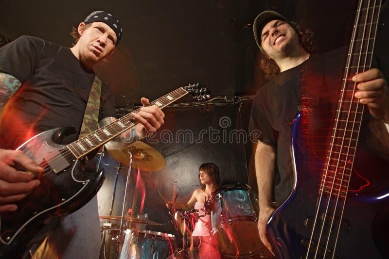 Effettuazione della banda rock fotografia stock libera da diritti