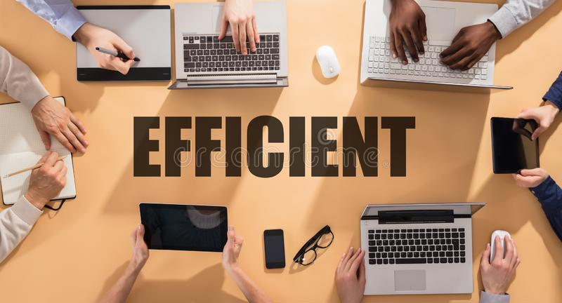 Effici?nt Word op Conferentielijst royalty-vrije stock foto's