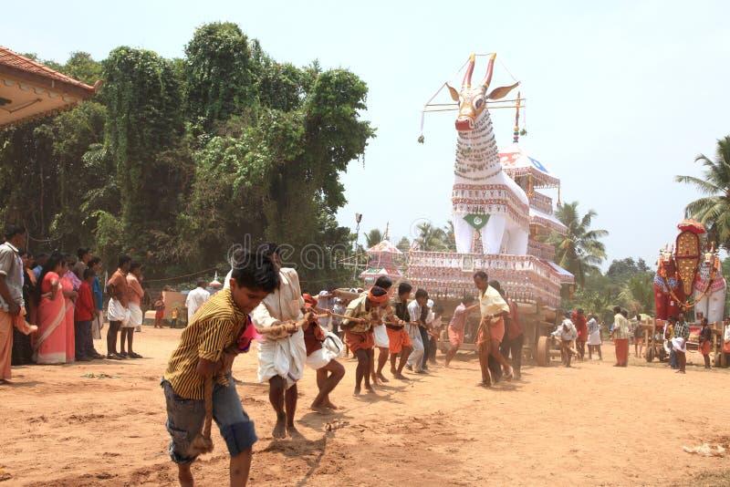 Effigies de boeuf dans le festival de temple images libres de droits