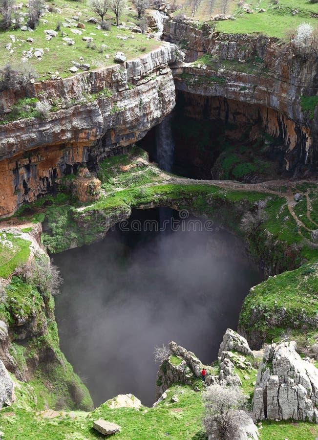Effondrement de Baatara et cascade, Liban photographie stock