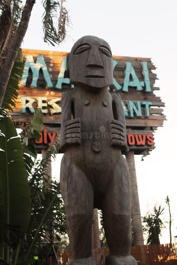 Efigie de la deidad polinesia en el restaurante imagen de archivo libre de regalías