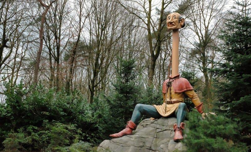 Efteling Themepark i Nederl?nderna, sagaskog, Longneck john dragning fotografering för bildbyråer