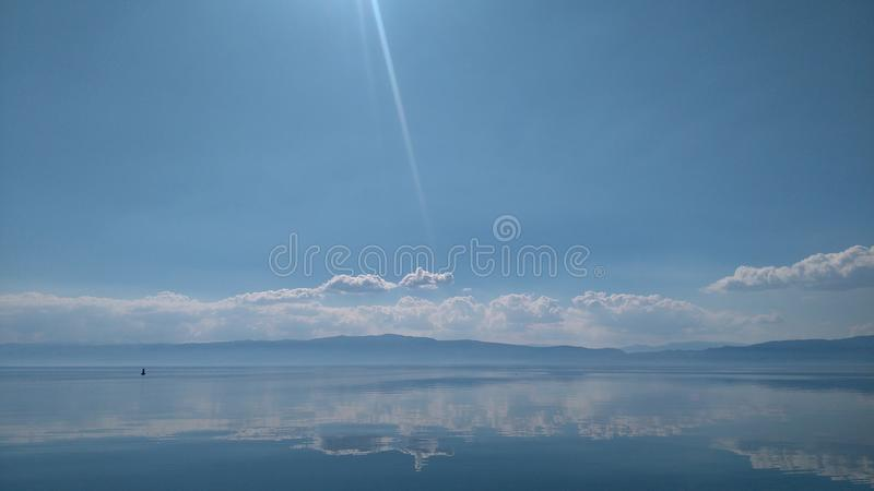 Eftermiddag sjö arkivbild