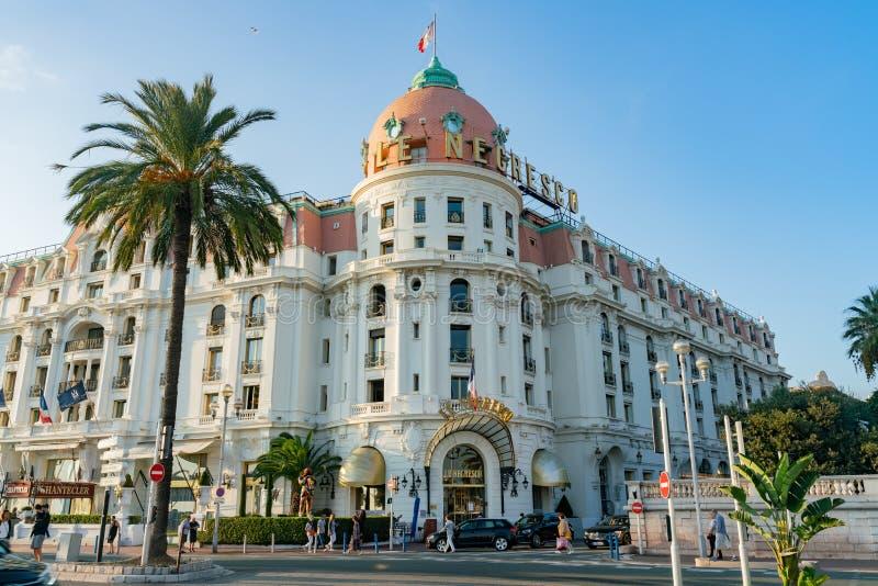 Eftermiddagsikt av det berömda hotellet Negresco royaltyfria foton