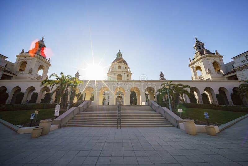 Eftermiddagsikt av det härliga Pasadena stadshuset på Los Angeles, Kalifornien royaltyfri bild