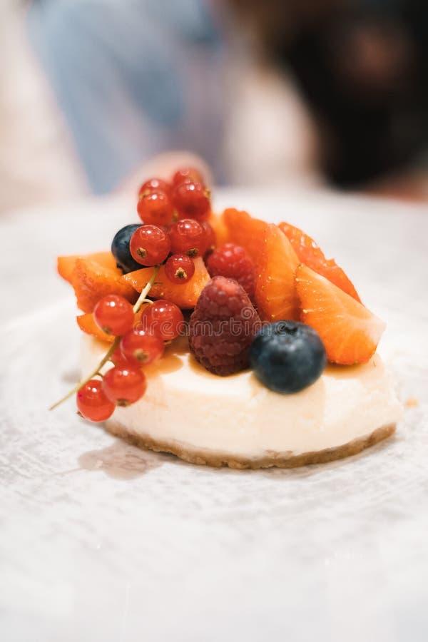 Efterrätt för liten frukt arkivbild