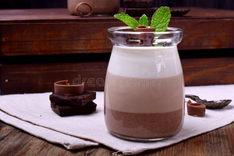 Efterrätt för tre choklad arkivfoton