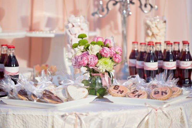 Efterrätttabell för ett bröllopparti fotografering för bildbyråer