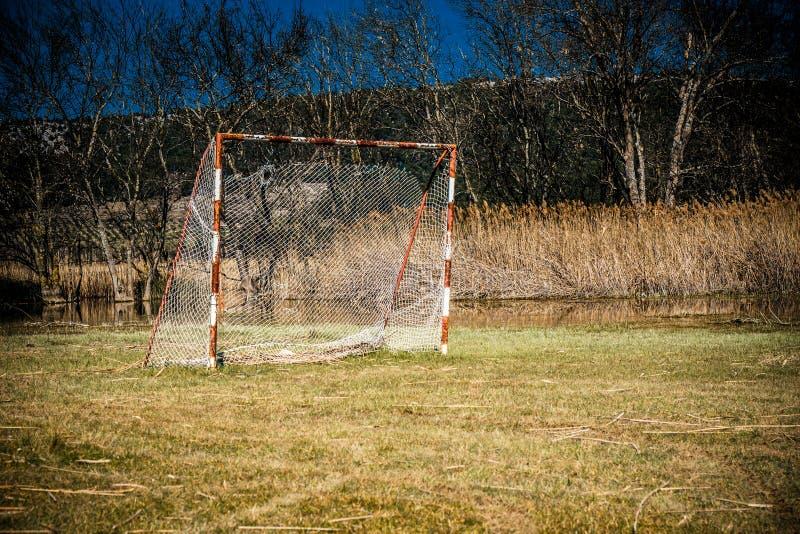 Eftersatt fotbolllekplats royaltyfri foto