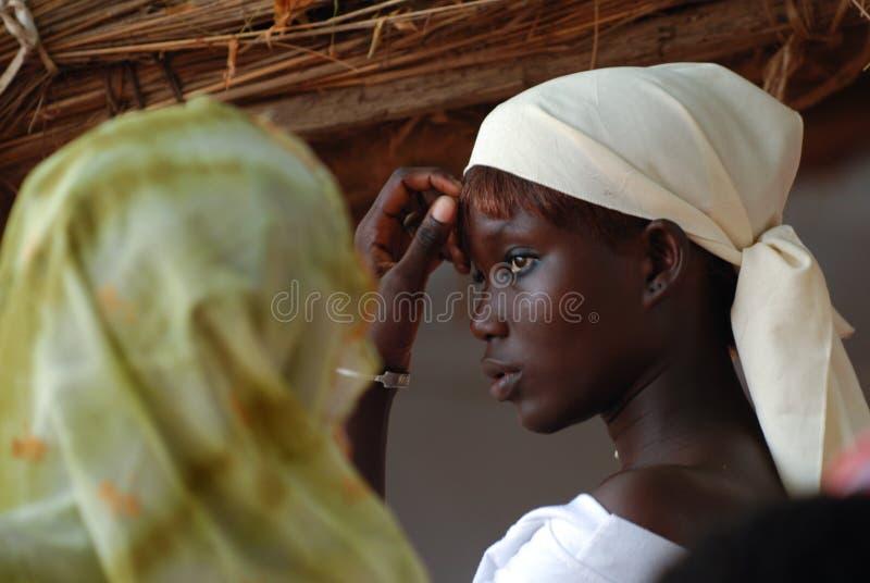 eftertänksam afrikansk flicka royaltyfria foton