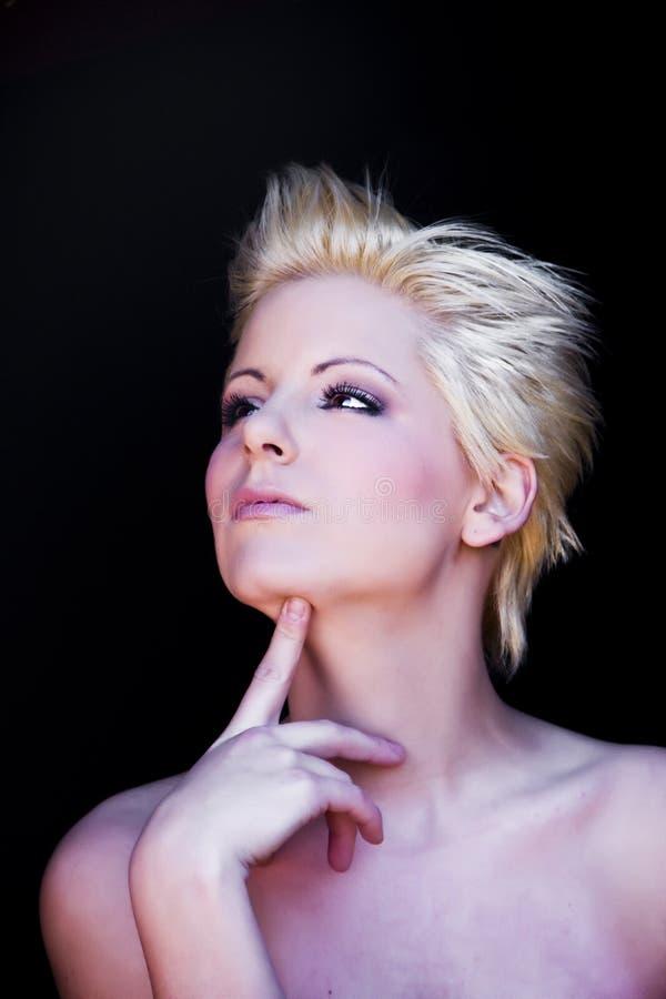 eftertänksam blondin fotografering för bildbyråer