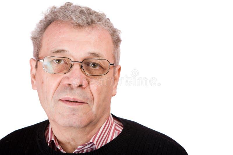 eftertänksam pensionär för man arkivfoton