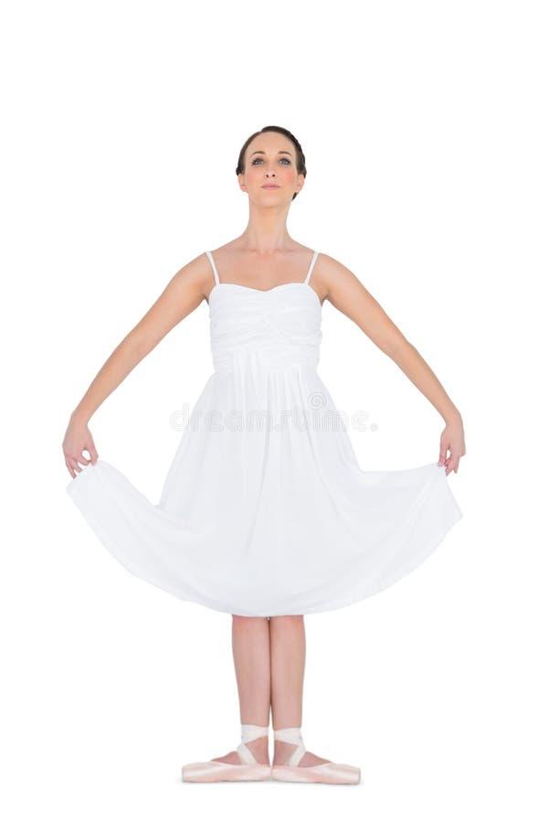 Eftertänksamt ungt balettdansöranseende i en posera royaltyfria bilder