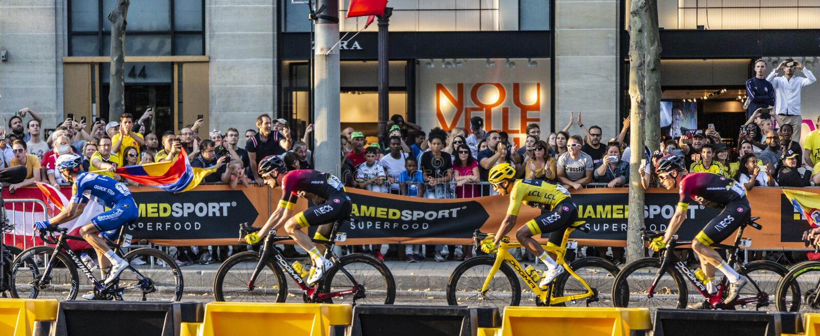 Egan Bernal der Sieger von Tour de France 2019 in Paris auf Champs-Elysees in Paris stockbilder