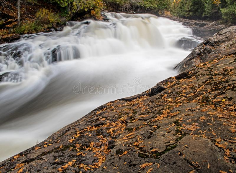 Egan canaliza las cascadas provinciales del parque fotografía de archivo