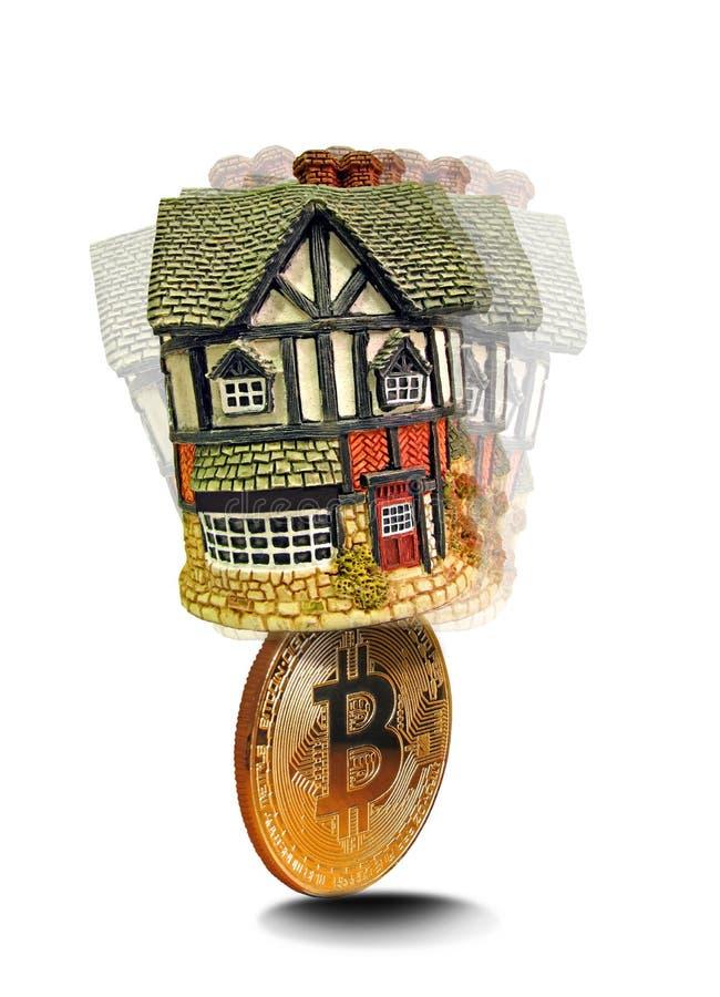 Egenskap för Bitcoin digital cryptocurrencyhus royaltyfri fotografi