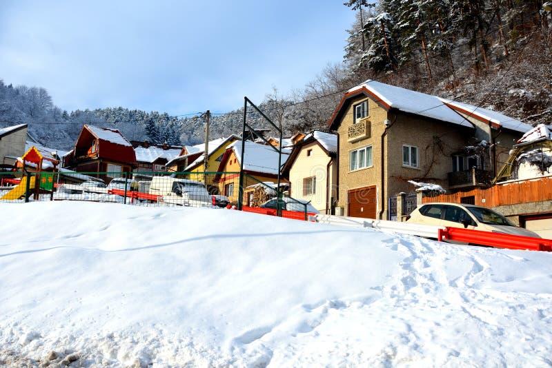egenskapt hus Typisk stads- landskap av staden Brasov, i vintertid, Transylvania arkivbild