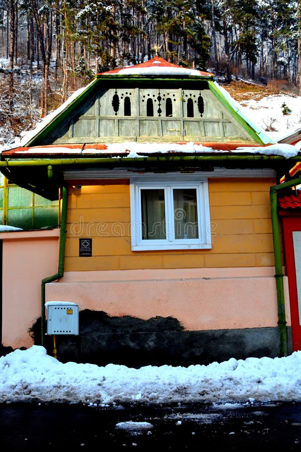 egenskapt hus Typisk stads- landskap av staden Brasov, i vintertid, Transylvania arkivfoton