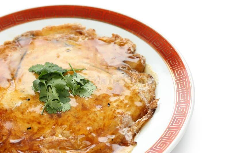 Egg o foo novo, omeleta chinesa com carne de caranguejo imagens de stock royalty free