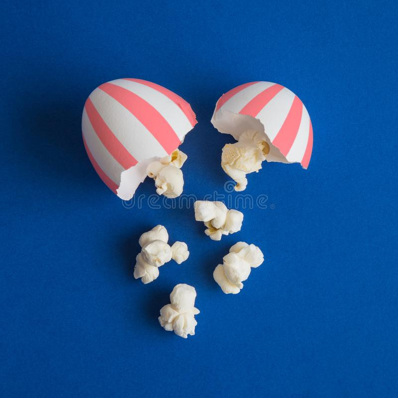 Free Egg Shell In Form Of Paper Cup And Popcorn Abstract Royalty Free Stock Images - 141808879