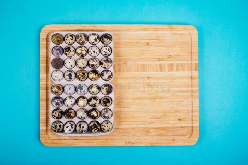 Egges en caja a bordo foto de archivo libre de regalías