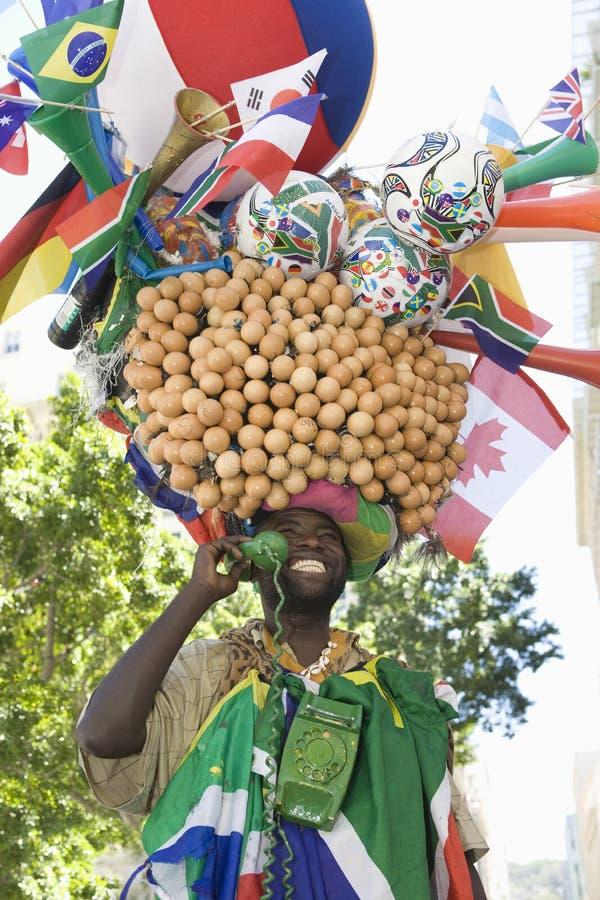 Eggman de sorriso que guarda o receptor de telefone foto de stock royalty free