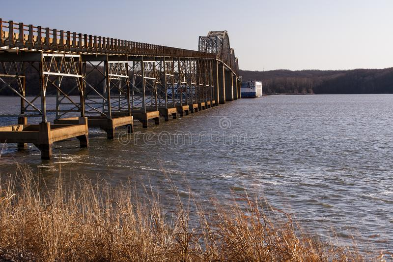 Eggner ` s轮渡桥梁崩溃- Kentucky湖,肯塔基 图库摄影
