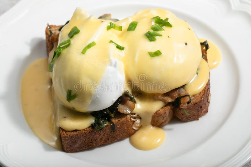 Eggs Benedict for brunch royalty free stock photos