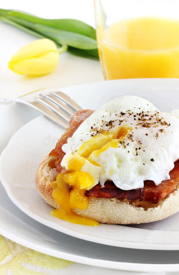 Free Eggs Benedict Makeover Royalty Free Stock Images - 68891999