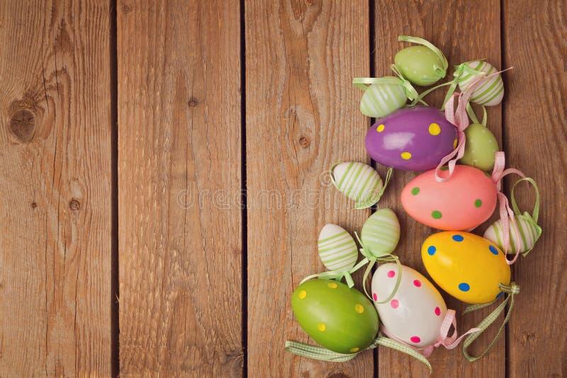 Eggs las decoraciones para la celebración del día de fiesta de pascua fotografía de archivo libre de regalías