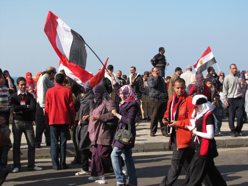Egipcios que celebran la dimisión del presidente imagen de archivo libre de regalías