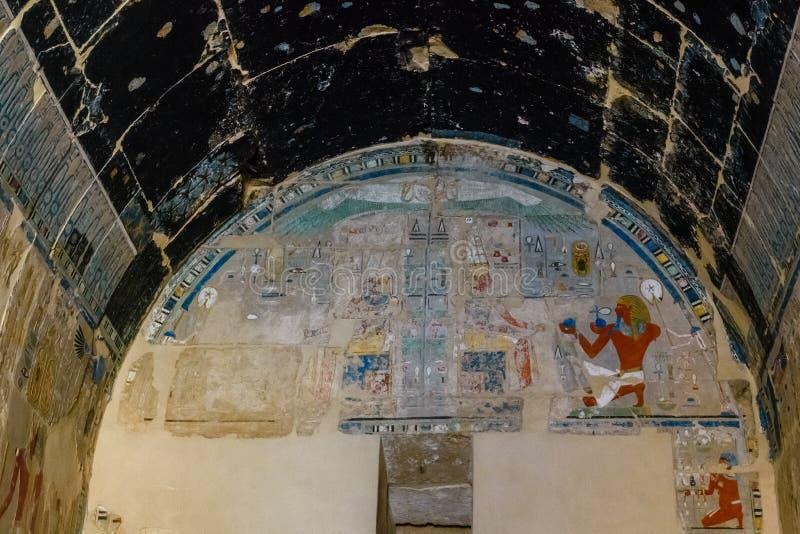 Egipscy antyczni obrazki na kamiennej ścianie w świątyni Hatshepsut fotografia stock