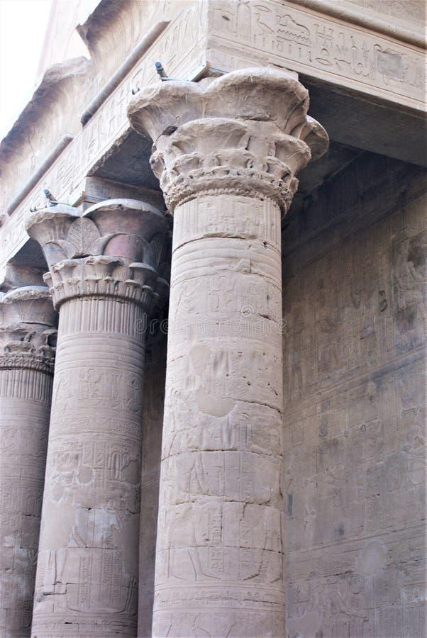 Egipscy filary z hyroglyphics fotografia royalty free