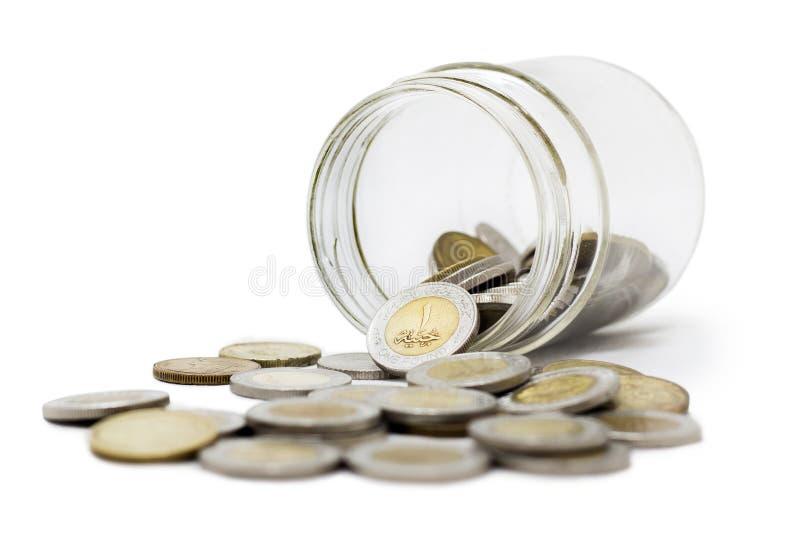 Egipscy funty, monety w słoju, Odizolowywającym na Białym tle zdjęcie stock
