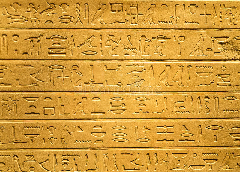 Egipscy hieroglify rzeźbiący na glinie obrazy stock