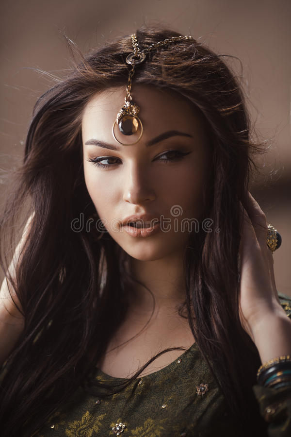 Egipski princess Cleopatra w pustyni obrazy royalty free