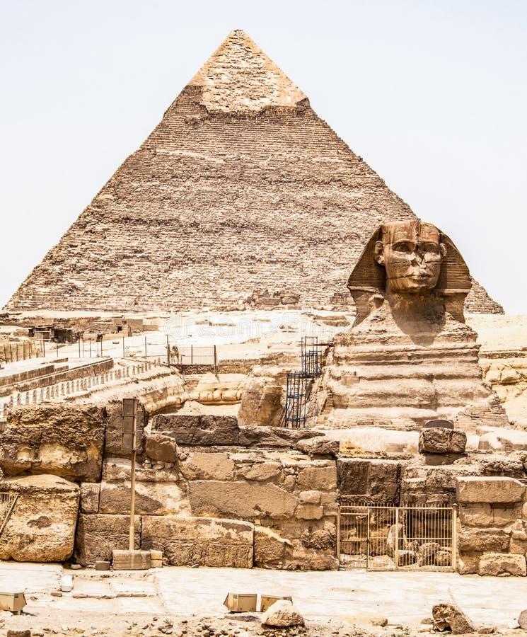 Egipskiego Wielkiego sfinksa ciała portreta pełna głowa z ostrosłupami Giza tło Egipt pusty z nikt, kosmos kopii fotografia stock