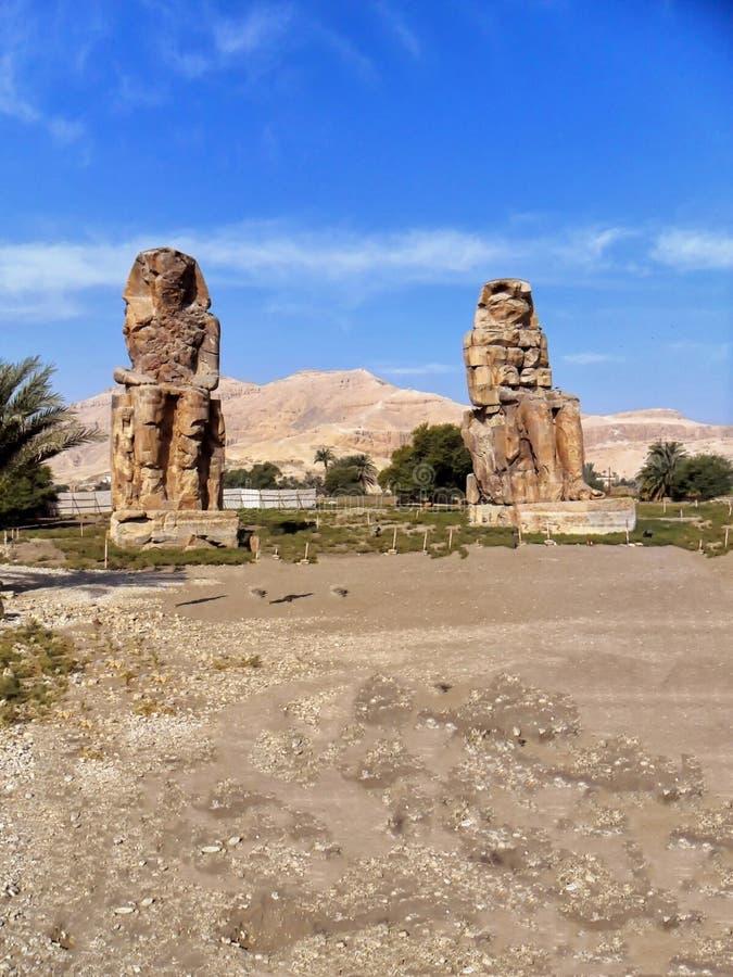 Egipto, África del Norte, los colosos de Memnon, Thebes, ciudad de Luxo foto de archivo libre de regalías