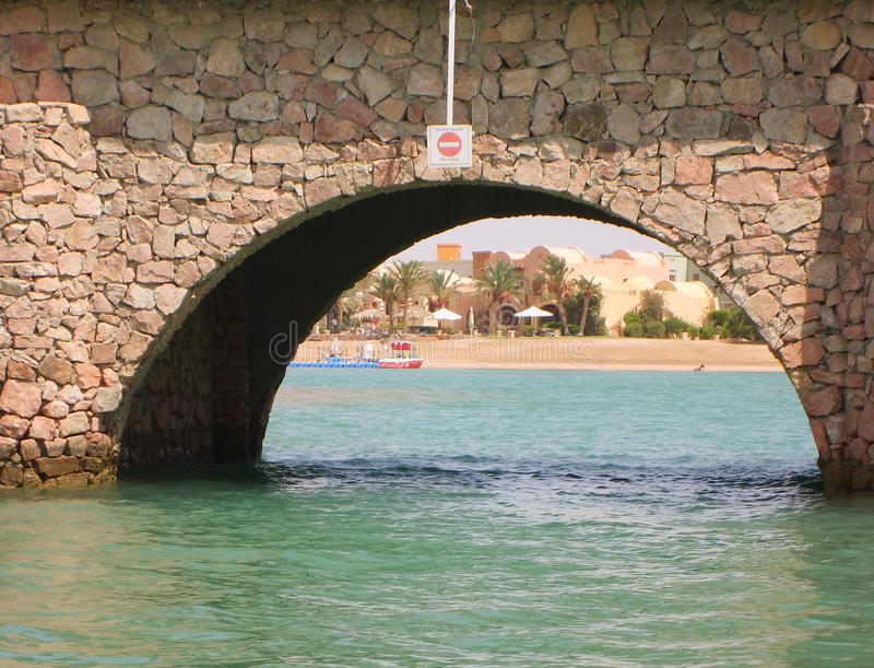 Egipto, EL Gouna 7 de julio de 2010: Los canales para los barcos y los yates en el EL Gouna fotografía de archivo
