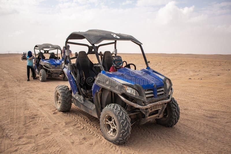 Egito, Hurghada, em janeiro de 2019 - quadrilátero azul para um safari no deserto de Egito imagens de stock royalty free