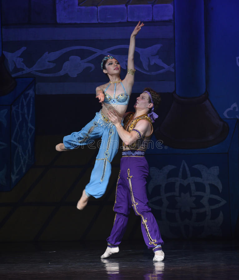 """Żeglarz i krasnoludkowie """"One Nights†lampy baletniczy  obraz royalty free"""