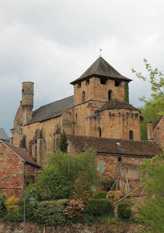 Download Eglise Heilige-Pierre-S-Pandrechten, Noailhac (Frankrijk) Stock Foto - Afbeelding bestaande uit pierre, grijs: 54076596