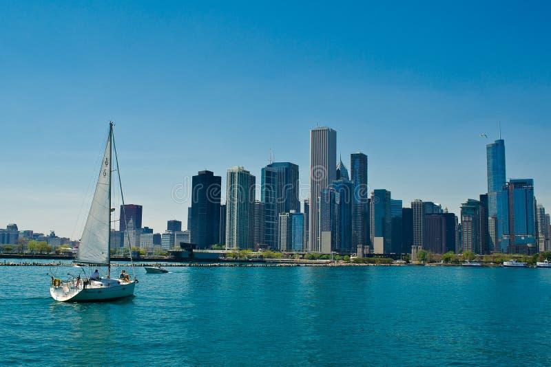 Żeglowanie łódź i Chicago zdjęcie stock