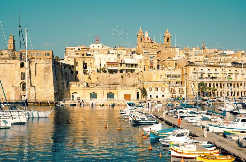 Żeglowanie łodzie na Senglea marina w Uroczystej zatoce, Valletta, Malta obraz royalty free