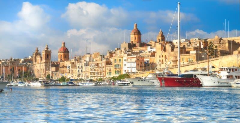 Żeglowanie łodzie na Senglea marina w Uroczystej zatoce, Valletta, Malta obrazy royalty free