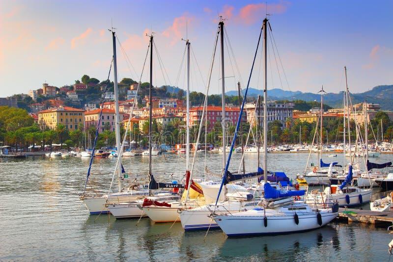 Żeglowanie łodzie w schronieniu zdjęcia royalty free