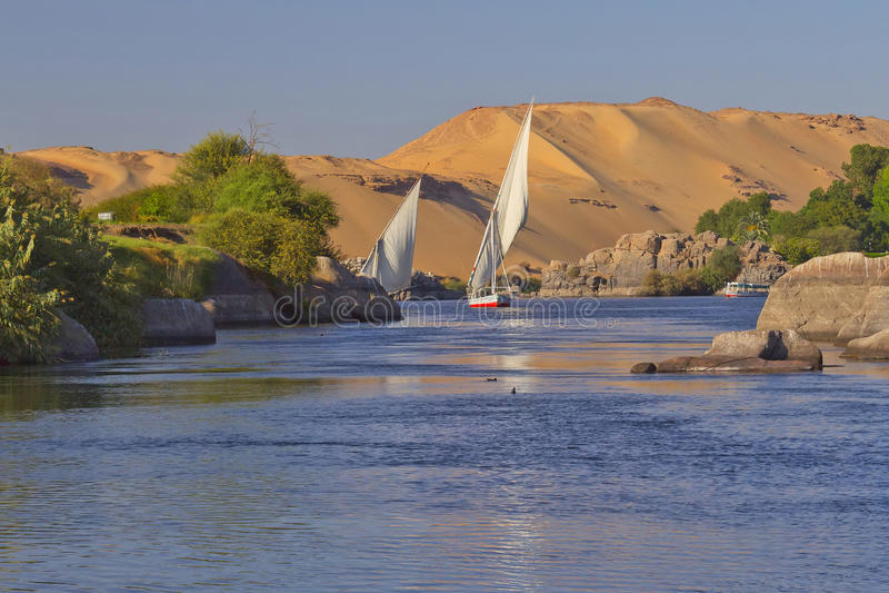 egypt nyckelnile nubia som seglar till royaltyfri fotografi